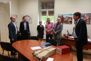 Donacija knjiga Hrvatskom nacionalnom vijeću u Subotici